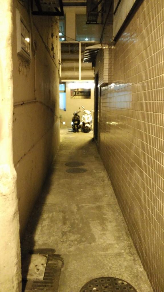 一条小巷特写