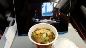 没在机场先吃东西,就在机上买了一杯杯面.......