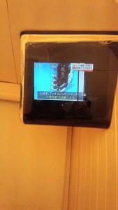 话说这酒店的电视很厉害,除了有一个电视台收不了之外,还会开车......