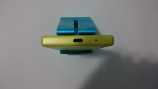 由Z3+开始采用的无盖USB,这里要给索尼点个大大的赞!