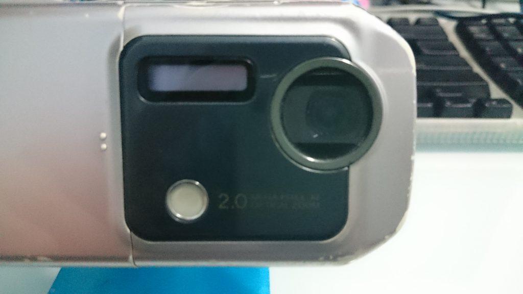 其实比903更早搭载光学变焦镜头,然后罕有的副屏幕在背面