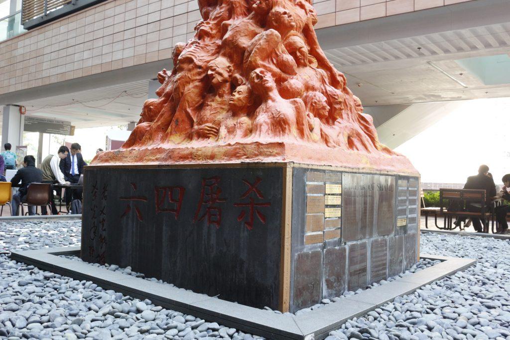 学生会餐厅前雕塑