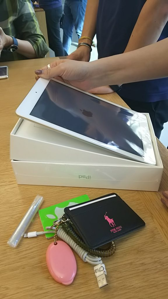 于是直接跑去苹果店买了一台新的新9.7