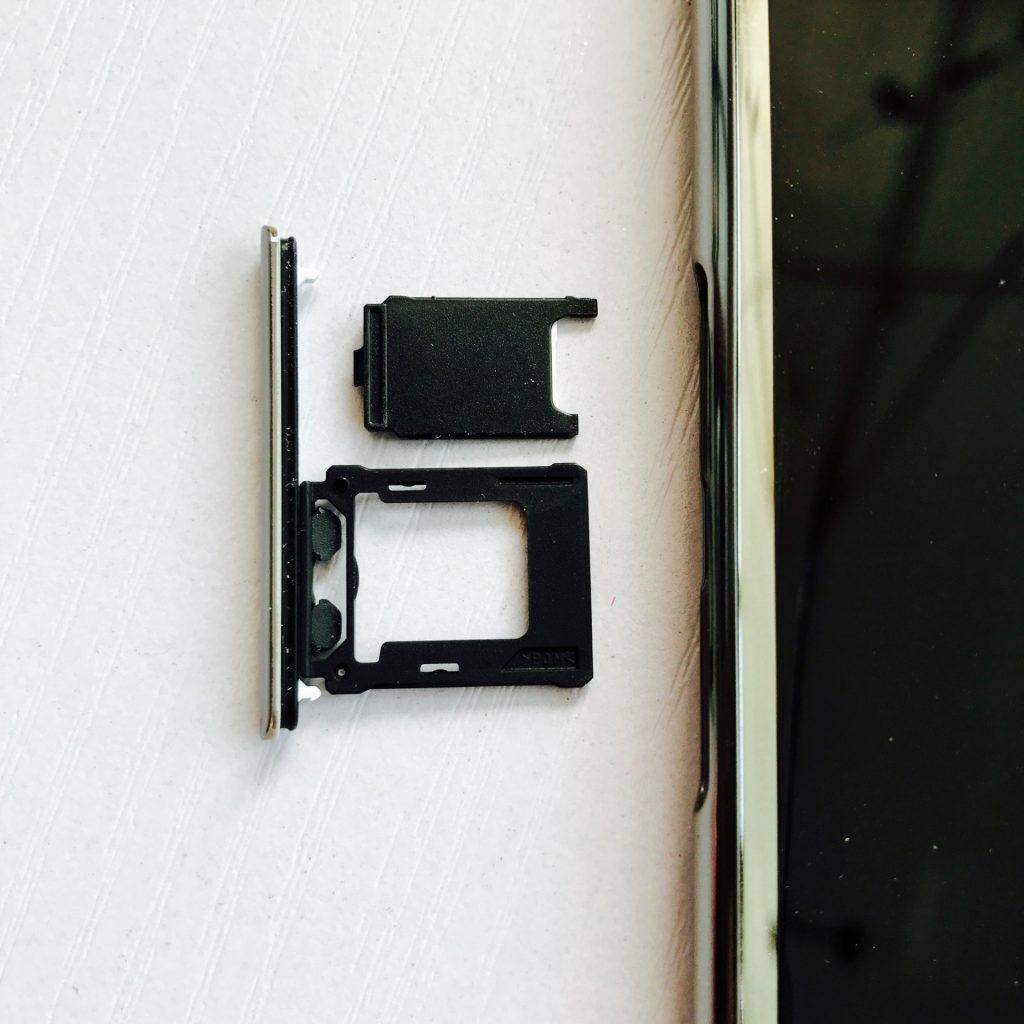 Xperia XZ Premium卡槽设计
