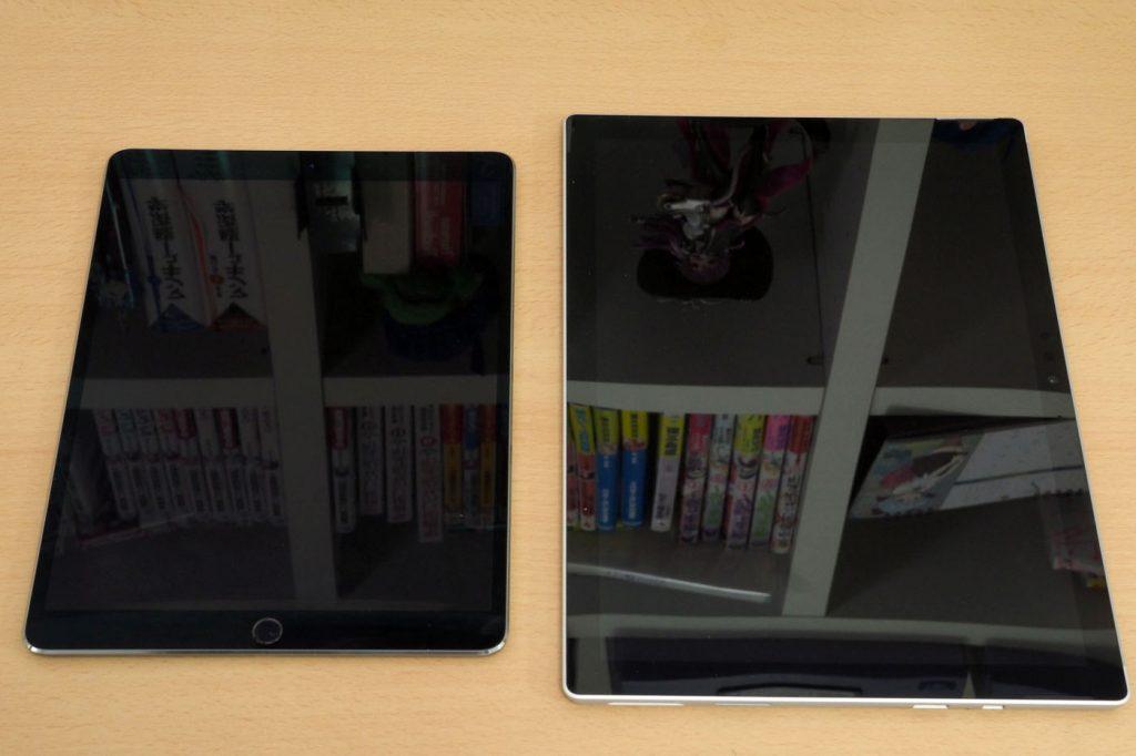 左边iPad Pro,右边Surface Pro。什么也没看到哟?