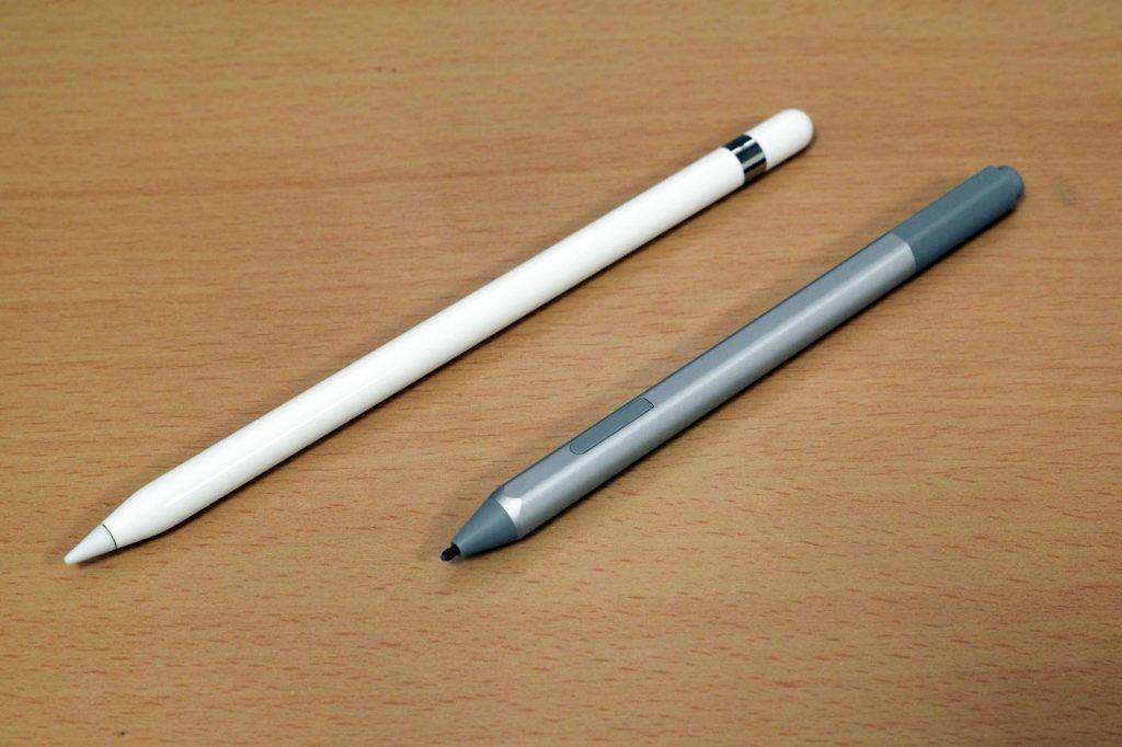 左边是Apple Pencil,右边是Surface Pen。同样的重量,更细长的Apple Pencil感觉更重