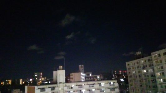 从墨田水族馆门前看出去的夜空