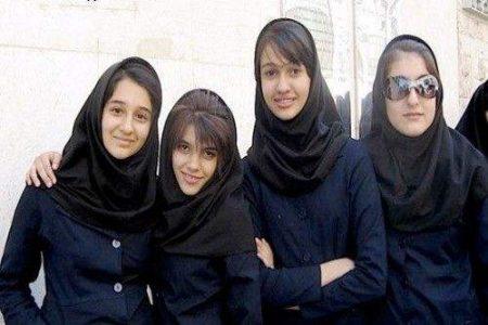 伊朗女性现在着装