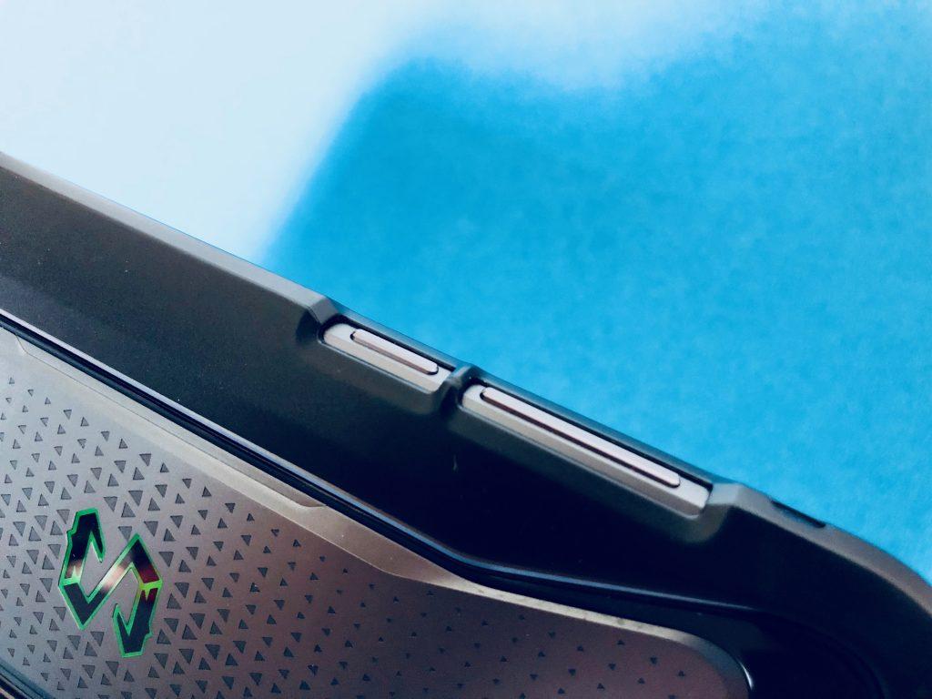 黑鲨手机保护壳有点影响侧面按键操作