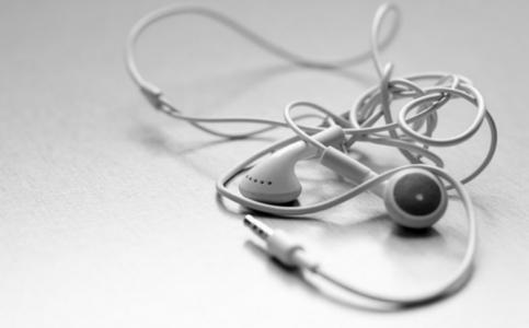 缠绕的耳机线
