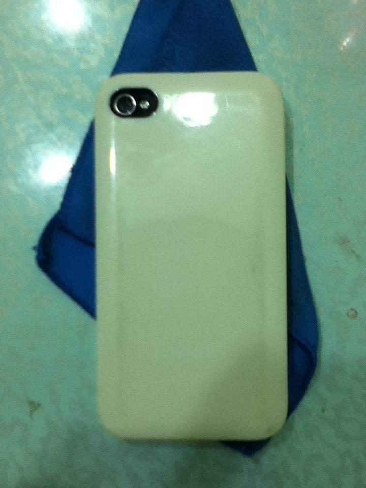 用的最后期甚至给这手机买了个纯色硬壳,价格相宜而且比街边的手机壳美多了