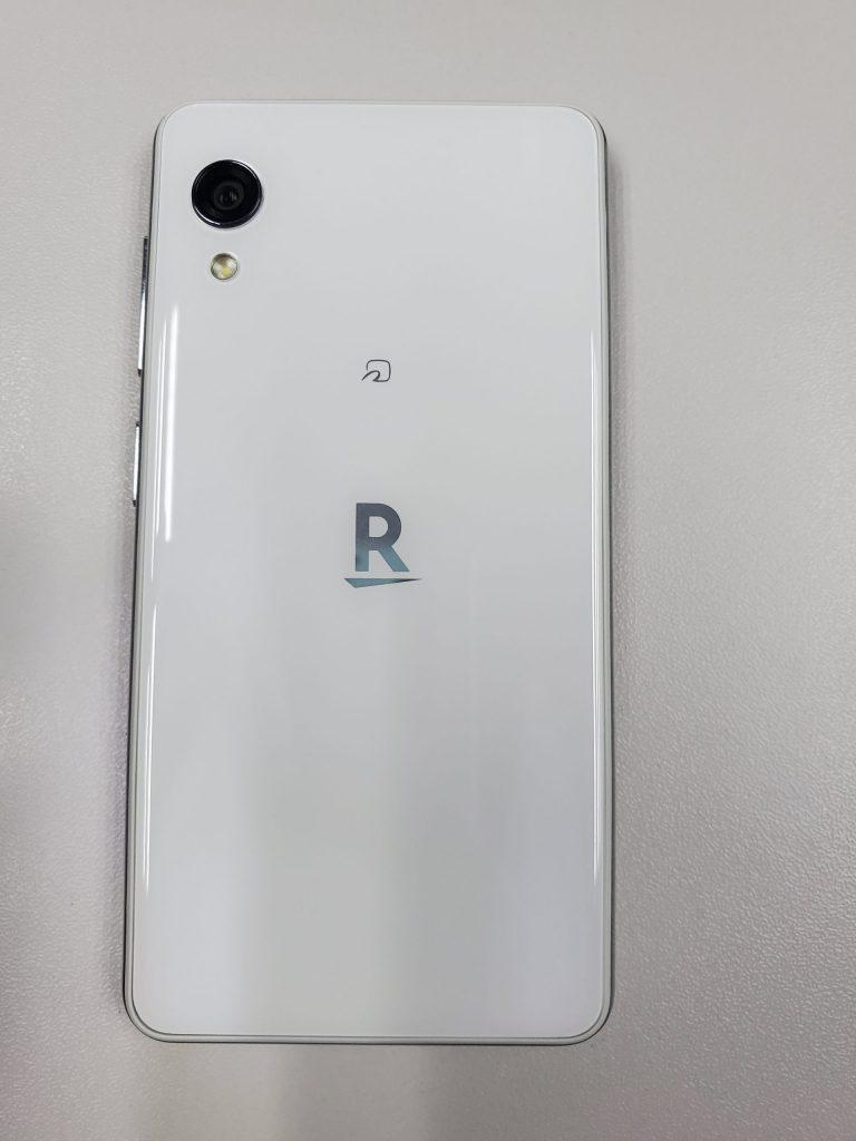 背面,如果把FeliCa标志去掉就很像XR和11的混合。