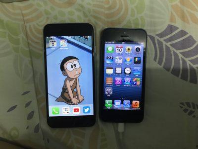 新SE(右边是前年一时兴起买的iPhone 5)